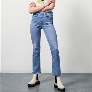 🎉 HP 🎉 NWT Levi's 725 High Rise Bootcut Jeans 10